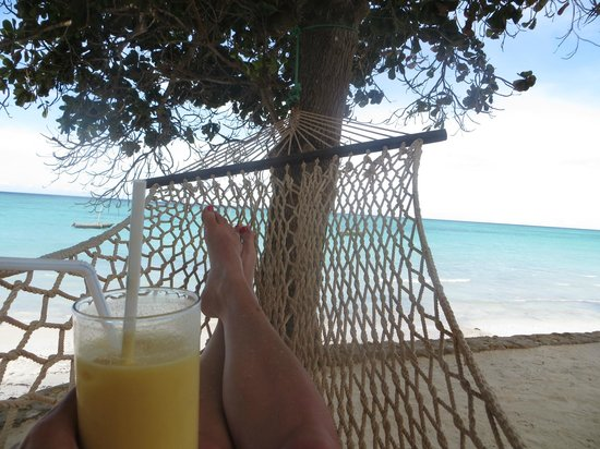 Ras Nungwi Beach Hotel: Beautiful beach with fresh fruity drinks!