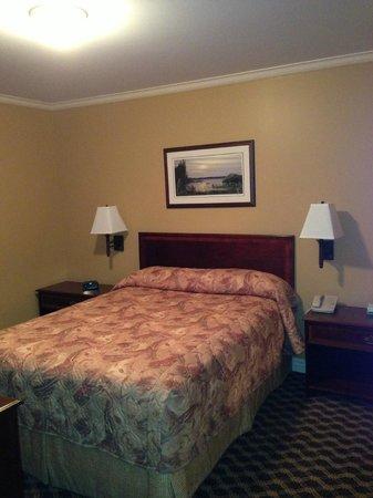 Royal Inn + Suites : Bedroom