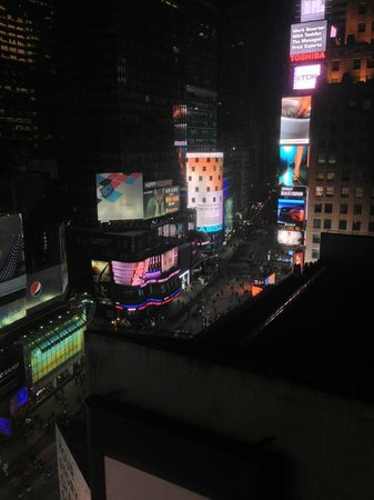 New York Marriott Marquis: The view from my room (Times Square View King Room)