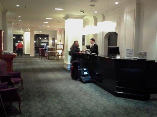 Hotel Manoir Victoria: Lobby