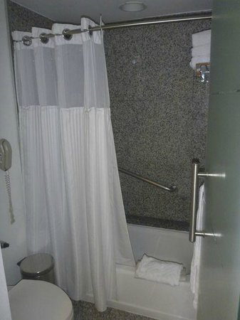 Hilton Colon Guayaquil: Bathroom