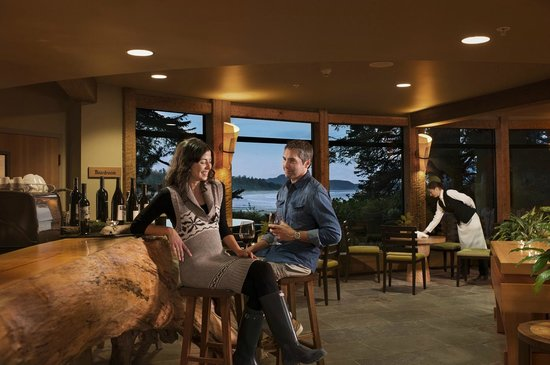 Wickaninnish Inn and The Pointe Restaurant : Driftwood Café Wine Bar
