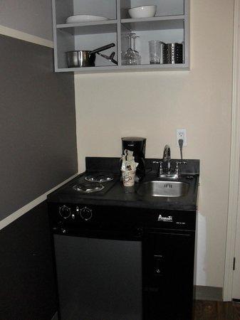 โรงแรมเวติเวอร์: small kitchen (fridge and two stove plates)