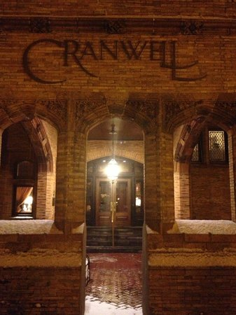 Cranwell Spa & Golf Resort: The entrance to the Cranwell's building hosting the main dining and conference room