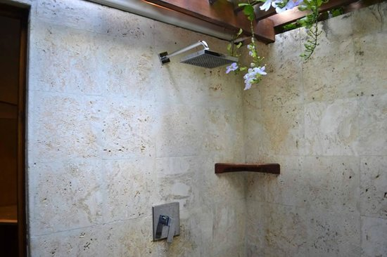 Calabash Cove Resort and Spa: beautiful outdoor shower
