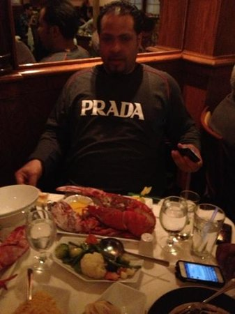 Forno's of Spain Restaurant: Is this lobster big enough?