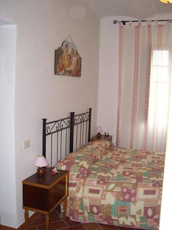 Agriturismo Melagrani : Camera matrimoniale appartamento Melograno