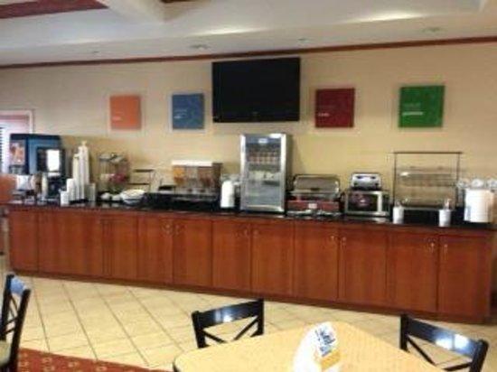 Comfort Inn Six Flags St. Louis : Breakfast