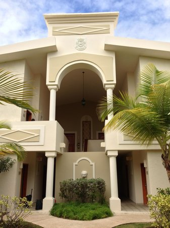 Gran Melia Golf Resort Puerto Rico: Entrance to our building.