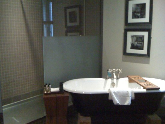 Hotel du Vin & Bistro : Wonderful bath