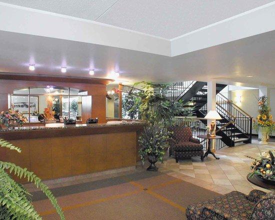 Lindbergh Hotel: Réception   Front desk