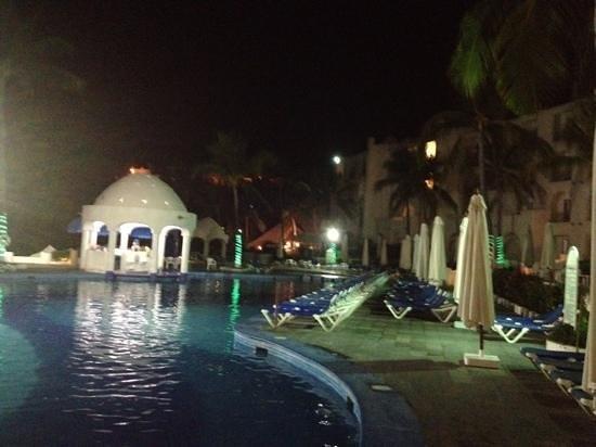Tesoro Manzanillo: de noche