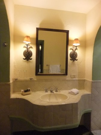 Casa Quetzal Hotel: Bathroom detail