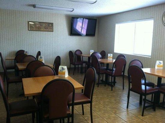Comfort Inn Moreno Valley near March Air Reserve Base: Breakfast Room