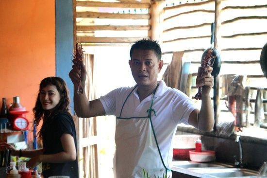 Pasai Seafood: Eigenaar en zijn kok