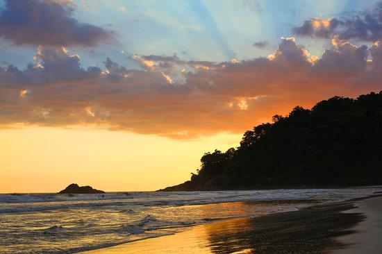 Juqueí, SP: Final de tarde na praia de Juquehy
