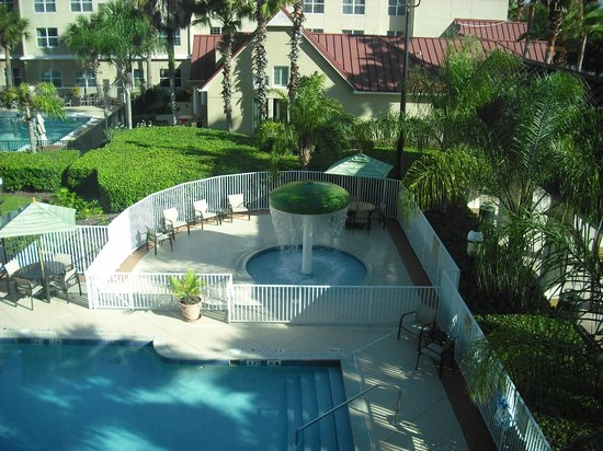 SpringHill Suites Orlando Convention Center/International Drive Area: View from our room - Overlooking the pool area