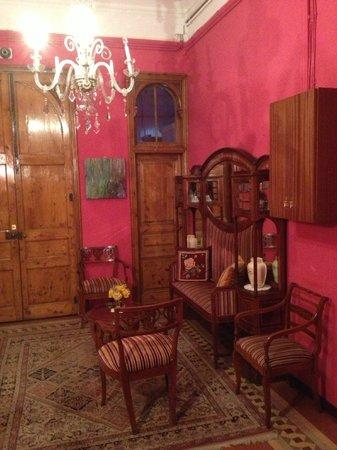 Hostal Girona: Hostal hall interior