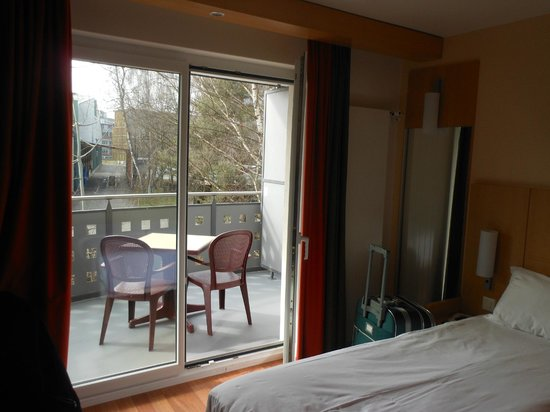 ibis Zurich Messe Airport: 1