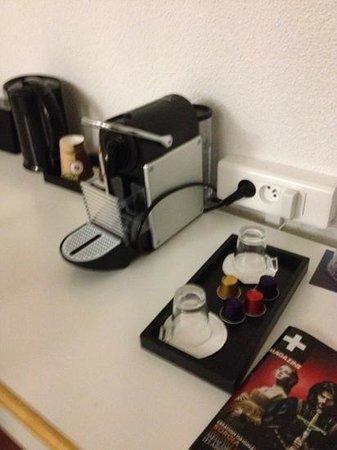 Novotel Senart Golf Greenparc : cafetière Nespresso