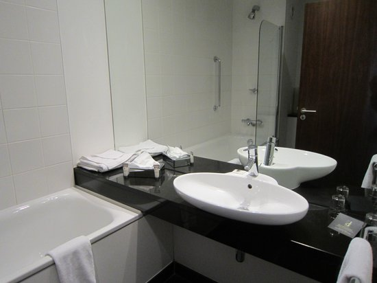 The d Hotel Drogheda: lovely spacious sink area