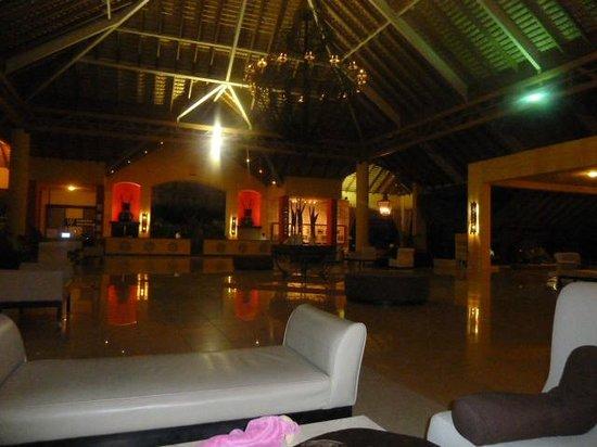Tropical Princess Beach Resort & Spa: hall de l hotel