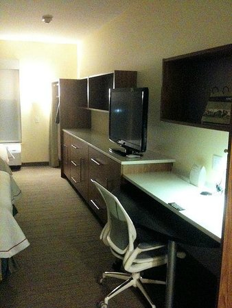 Home2 Suites by Hilton Dallas-Frisco: TV with desk