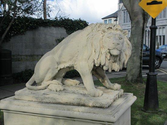Clontarf Castle Hotel: Lion