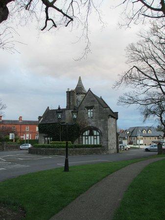 Clontarf Castle Hotel: Gateway