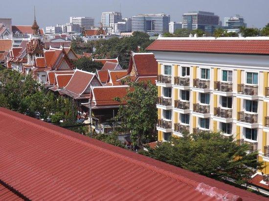 Rambuttri Village Inn & Plaza: Vue sur une aile de l'Hôtel du toit terrasse
