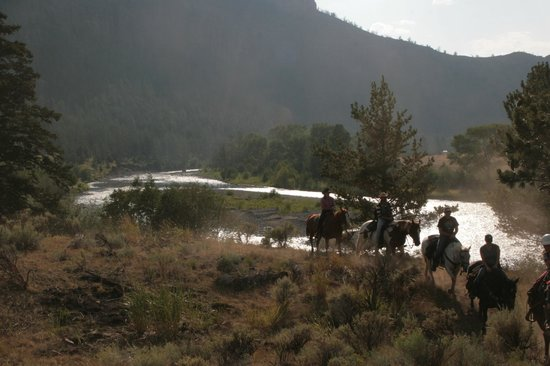 The Historic UXU Ranch: Trailride by the river