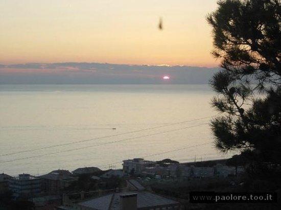 Ristorante Il Gabbiano: tramonto dalla veranda del ristorante (febbraio)