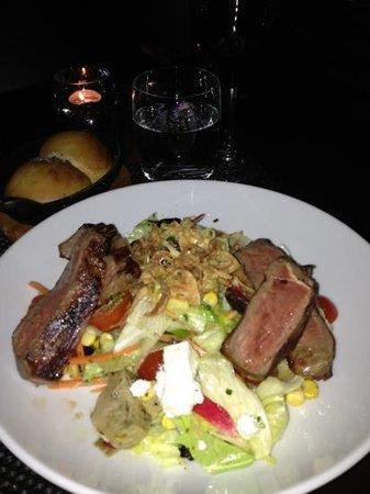 JW Steakhouse : steak salad