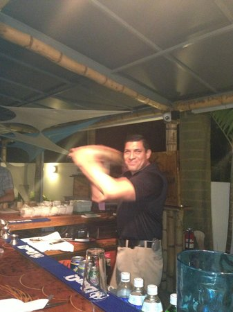 Casa Verde Hotel: Pedro mixin it up
