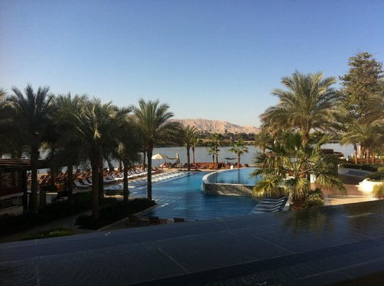 Hilton Luxor Resort & Spa: Nile, palms trees and pools