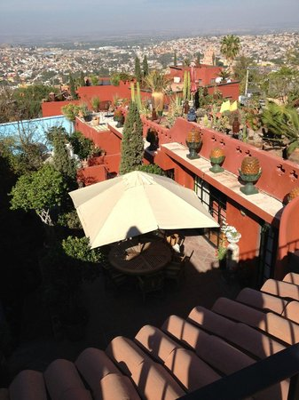 Casa Cinco Patios: The view of the cactus garden and the town.