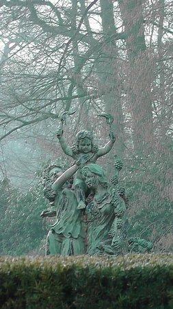 Kasteel Engelenburg : Beautiful statues at every turn