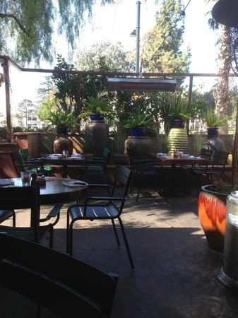 Delightful La Grande Orange Cafe: Patio