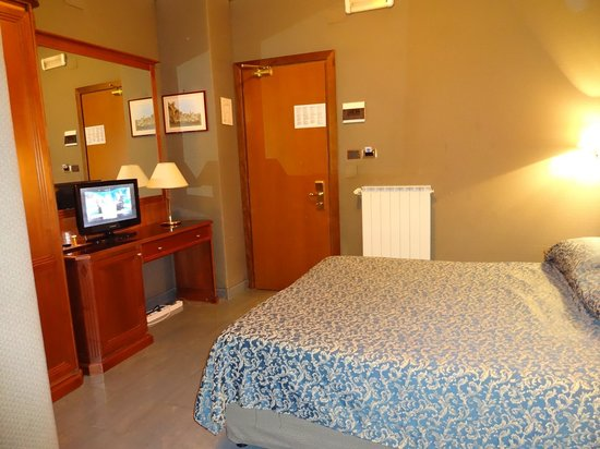Hotel Rimini: Bedroom area
