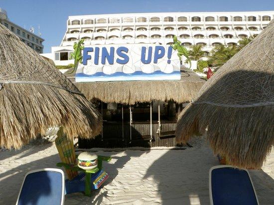 Golden Parnassus All Inclusive Resort & Spa Cancun: Beach Bar