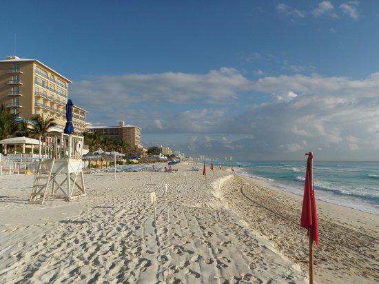 Golden Parnassus All Inclusive Resort & Spa Cancun: Looking towards Ritz