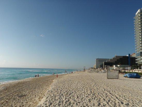 Golden Parnassus All Inclusive Resort & Spa Cancun: Looking towards Hard Rock Hotel