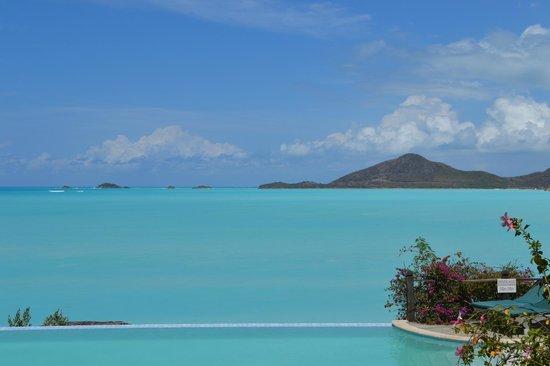 Cocobay Resort: Blue sea, blue sky