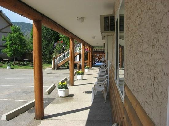 Log Cabin Motel: Main Floor