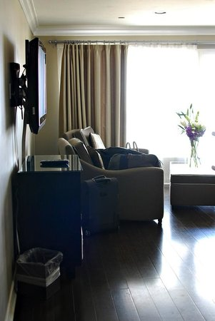 Hotel Metropole: Ocean-Front Medium Mini-Suite 215