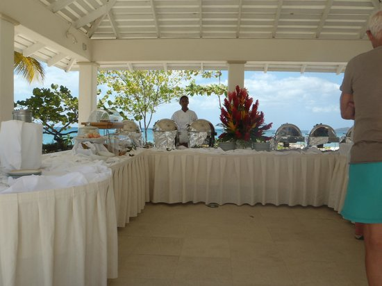 Spice Island Beach Resort: The Sunday lunch buffet.