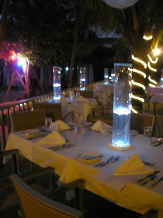 Sandy Haven Resort: Dinner set up by the beach on Friday night with live music