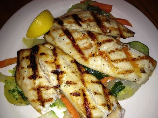 Captain Charlie's Reef Grill: grilled pompano-yum!