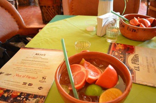 """Tlaquepaque, Mexico: Lo único destacado: Bebida """"cazuelas voladoras"""""""
