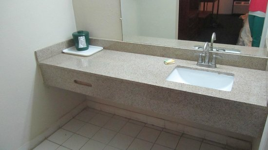 Gateway Inn Savannah : bathroom